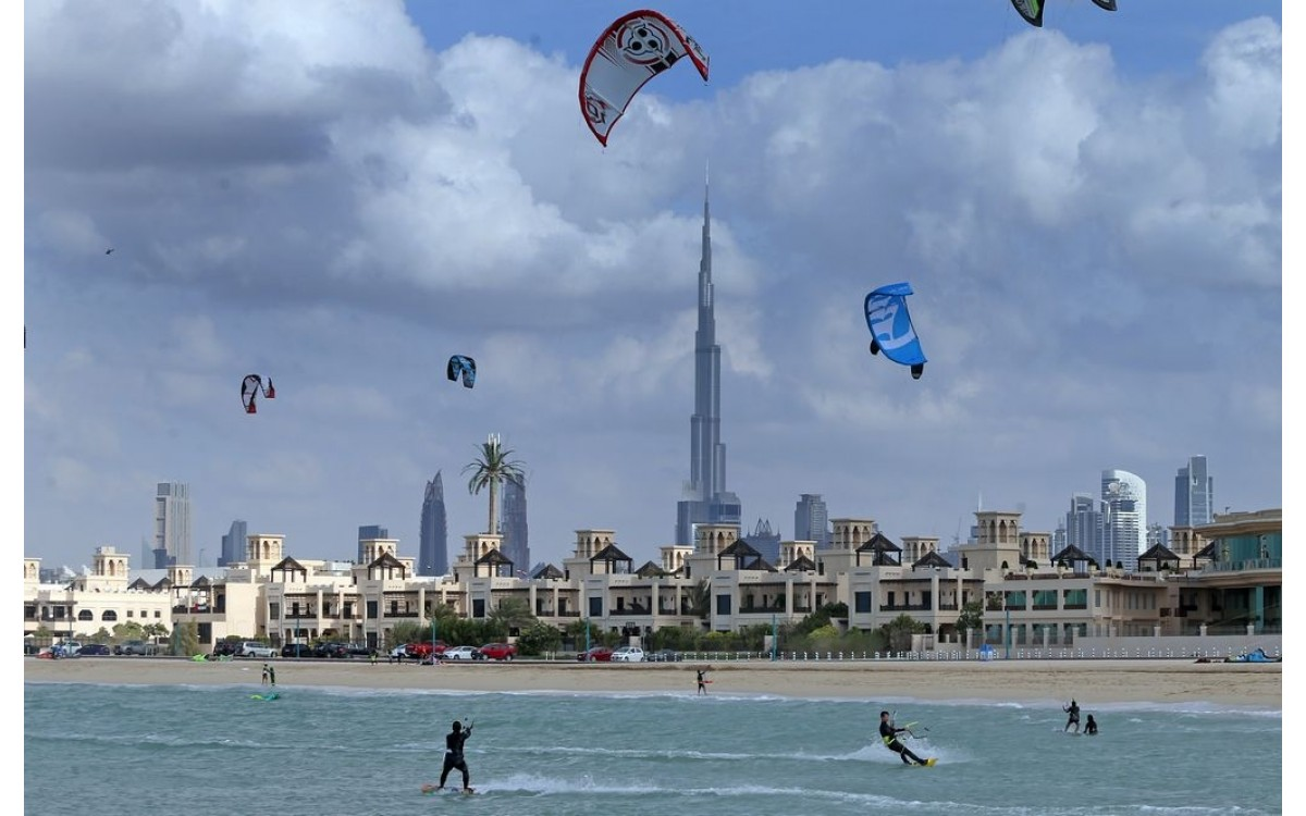 Where and how to go kiteboarding in Dubai